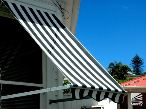 Bannette Drop Arm Awning Image